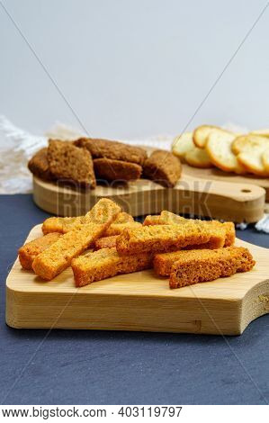 Crispy Bread Cubes, Dry Re Crumbs, Rusks, Crouton Or Brown Roasted Crackers. The Use Of Bread Food W