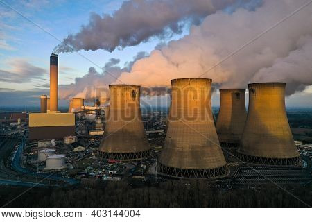 Drax Power Station, Yorkshire, Uk - January 7, 2021.  A Landscape Image Of Drax Power Station Pumpin