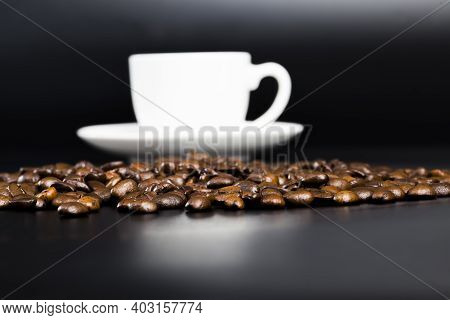 Aromatic Coffee And Whole Coffee Beans With A Delicious Coffee Flavor, Food, Coffee With Lots Of Caf