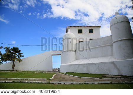 Mont Serrat Fort