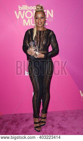 LOS ANGELES - NOV 30:  Mary J. Blige arrives for  2017 Billboard Women in Music on November 30, 2017 in Hollywood, CA