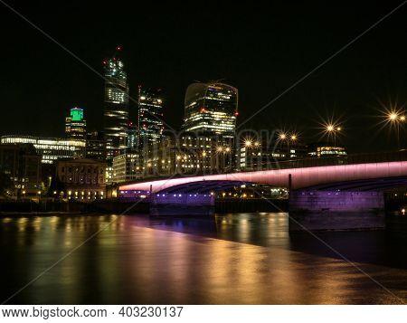 Waterfront Bankside Promenade Esplanade Panorama London City Center Thames River Great Britain Unite