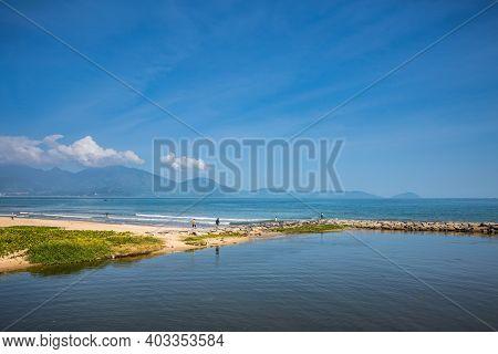 Vinh Da Nang Beach Vietnam