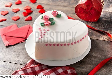 Heart Cake For St. Valentine's Day, Mother's Day, Or Birthday, Decorated With Roses And Pink Sugar H