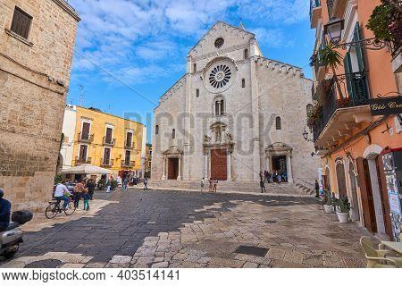 Bari Apulia Italy October 2019 : Tourists Gahter Around The Basilica Of Saint Nicolas Also Known As