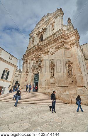 Martina Franca Apulia Italy November 2019 : Tourists And Locals Gather Around Basilica Of San Martin