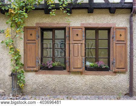 House Facade With Historic Windows Seen In Neustadt An Der Weinstraße, A Town In The Rhineland-palat