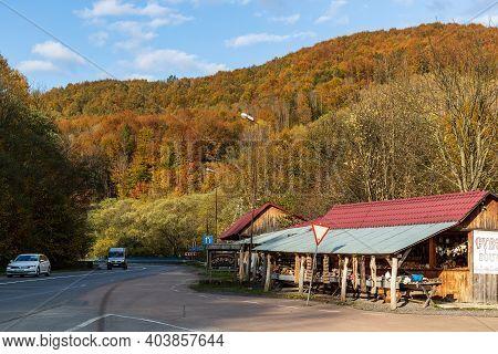 Zakarpattia Oblast, Ukraine - October 28, 2020: Roadside Trade, Sale Of Souvenirs And Authentic Hand