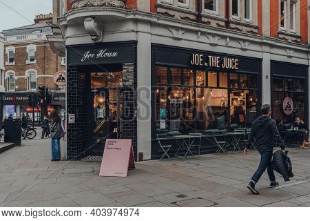 London, Uk -october 10, 2020: Exterior Of Joe And The Juice Cafe In Richmond, London, People Outside