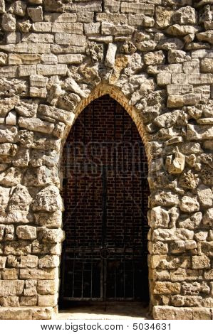 background whis Gothic door and a lattice poster