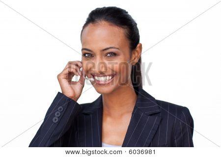 Indische geschäftsfrau Gespräch auf ein Headset