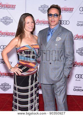 LOS ANGELES - APR 14:  Robert Downey Jr & Susan Downey arrives to the Marvel's