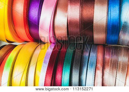 The ribbon spools