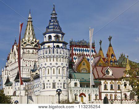 MOSCOW - SEPTEMBER 26, 2010: vernisage Izmaylovo (Izmaylovskiy) - exhibition and fair of crafts wooden architecture famous touristic landmark.