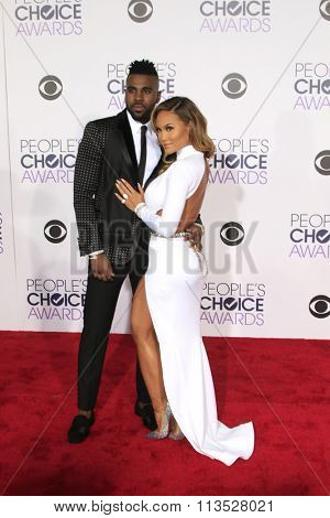 LOS ANGELES - JAN 6:  Jason Derulo, Daphne Joy at the Peoples Choice Awards 2016 - Arrivals at the Microsoft Theatre L.A. Live on January 6, 2016 in Los Angeles, CA
