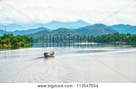 A lonely Boat in Perfume River