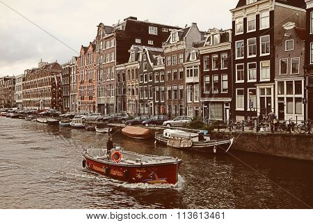Amsterdam, The Netherlands - August 18, 2015: Street Life And Typical Picture Of Canals In Amsterdam