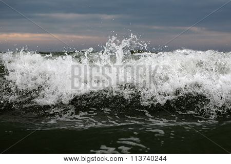 Big Wave Crest With Spindrifts