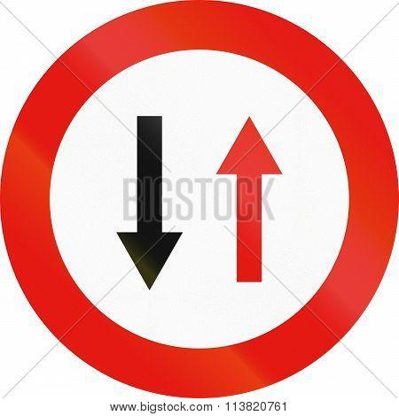 Road Sign Used In Spain - Priority Of Oncoming Traffic