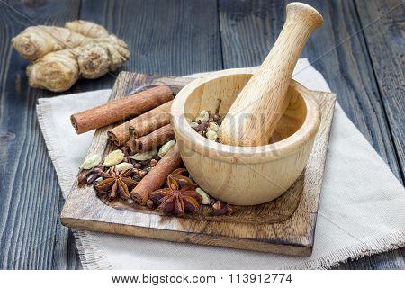 Spices For Masala Chai. Cinnamon Stick, Cardamom, Ginger, Clove, Star Anise, Black Pepper.