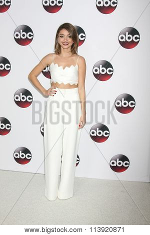 LOS ANGELES - JAN 9:  Sarah Hyland at the Disney ABC TV 2016 TCA Party at the The Langham Huntington Hotel on January 9, 2016 in Pasadena, CA