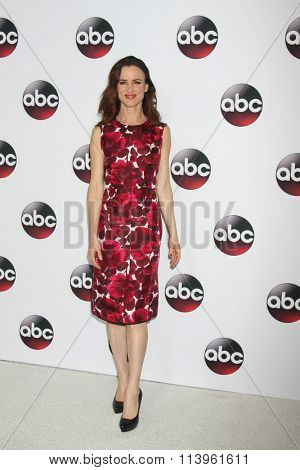LOS ANGELES - JAN 9:  Juliette Lewis at the Disney ABC TV 2016 TCA Party at the The Langham Huntington Hotel on January 9, 2016 in Pasadena, CA
