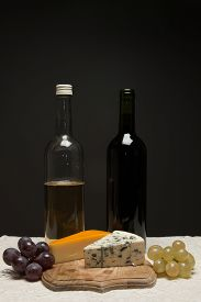 Wine grapes and cheese
