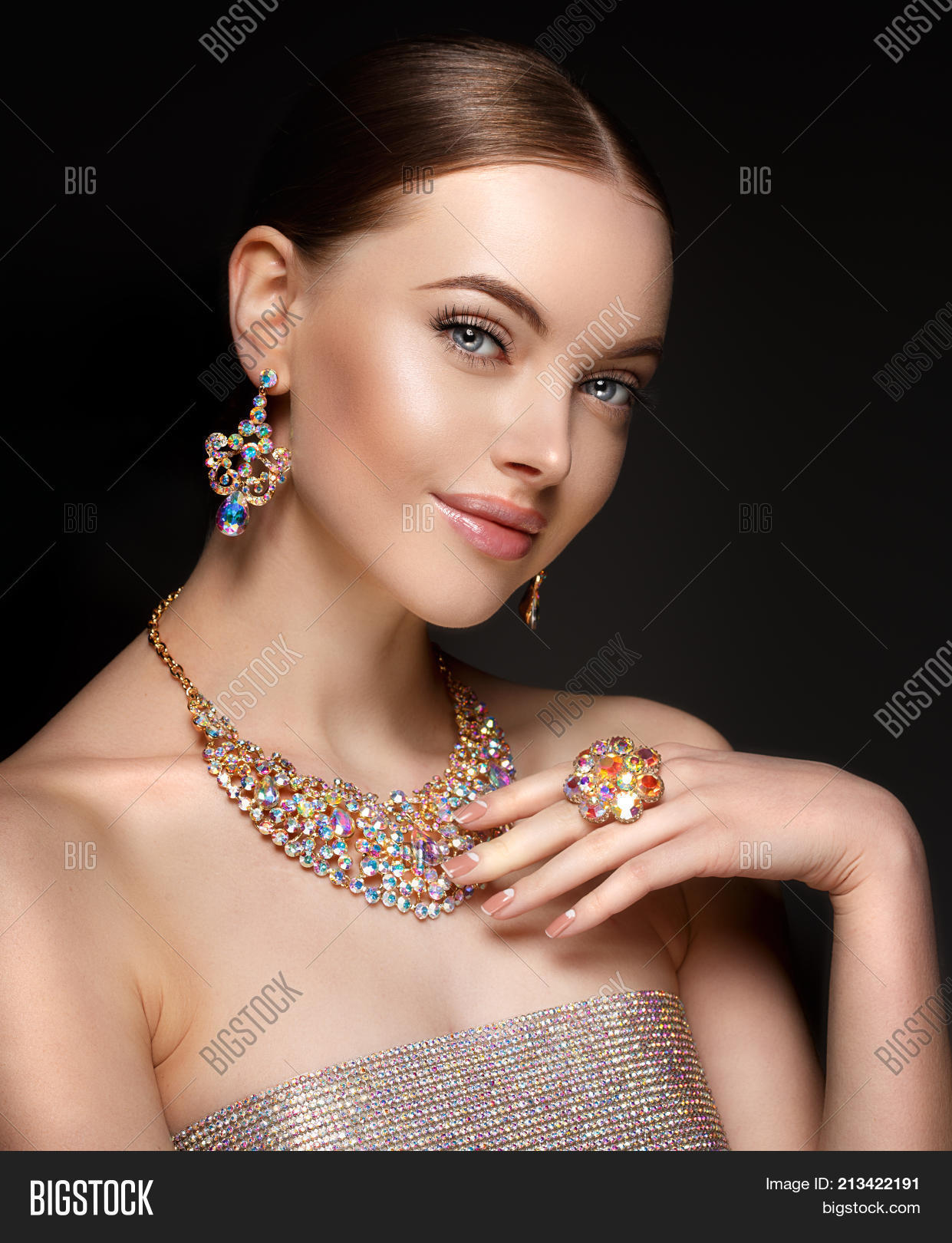 f372af3f1d4 Model in set of jewellery. Luxury girl in shine jewelry from precious  stones, diamonds
