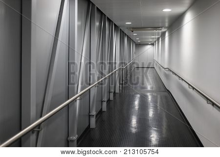 Corridor inside the telescopic gangway