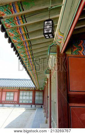 Traditional style wall and roof at Gyeongbokgung Palace