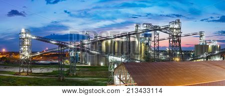 Grain terminal at Mississippi bank in Baton Rouge, Louisiana