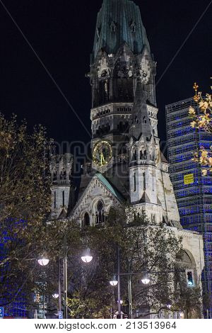 Gedächtniskriche in Berlin am Breidtscheidplatz bei Nacht