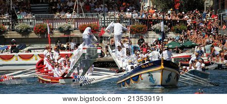 Sete, Herault, France  - Aug 21 2017: Traditional French Water Jousters Competing At The 2017 Festiv