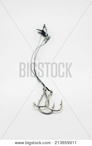 Fishing Hook Link Ready Made, Tied On The Steel Cable With Rolling Barrel.