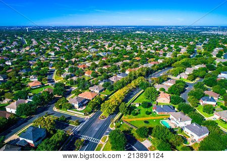 Hundreds Of Homes Line The Curved Modern Roads Of The New Suburb North Of Austin In Round Rock , Tex