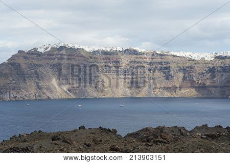 Die Landschaft Auf Das Meer Und Die Berge Der Insel.