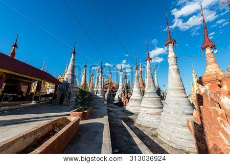 Inle Lake, Myanmar - 30 November, 2018: Horizontal Picture Of Open Are Inside The Indein Temple In A