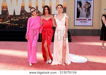 LOS ANGELES - JUL 22:  Tallulah Belle Willis, Scout LaRue Willis, Rumer Willis at the