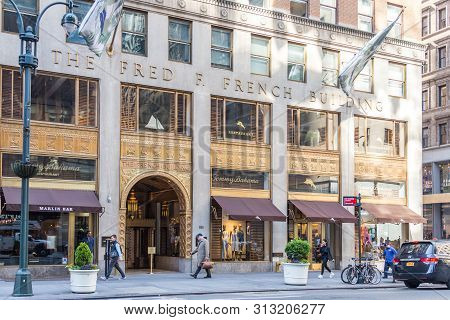 New York, Usa - 17 May, 2019: Tommy Bahama Exterior Store Sign And Logo. Tommy Bahama Is A Seattle-b