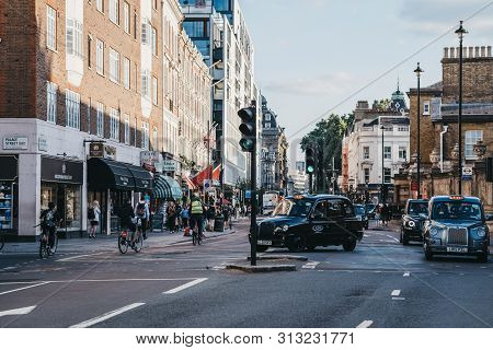 London, Uk - July 15, 2019: Blacks Cabs And Cyclists On Buckingham Palace Road, A Famous Street In V