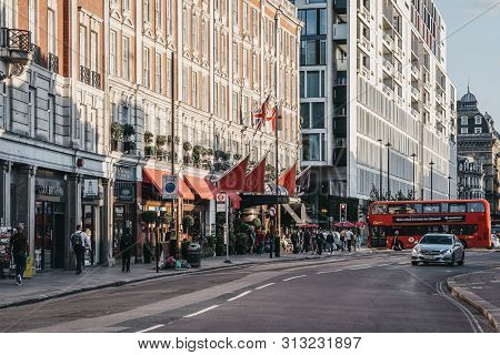 London, Uk - July 15, 2019: People Walking Past The Shops And Hotel On Buckingham Palace Road, A Fam