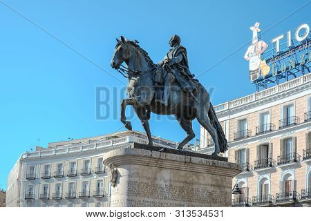 Madrid, Spain-24 February 2019:tio Sculpture King Charles Iii Et Square