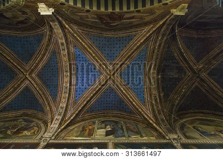 San Gimigliano, Italy - September 17, 2018: This Is The Internal Overlap Of The Arch Of The Main Nav