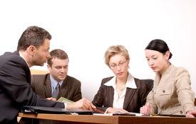 Reunión de negocios de 4 personas - parte 2