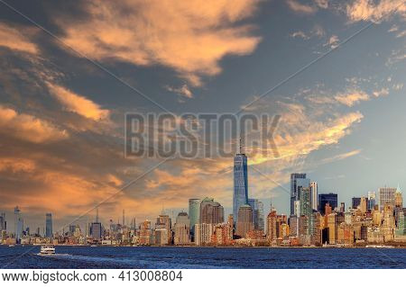 New York, Manhattan, Usa - March 9, 2020: View Of The Skyscrapers In Manhattan From The Hudson River