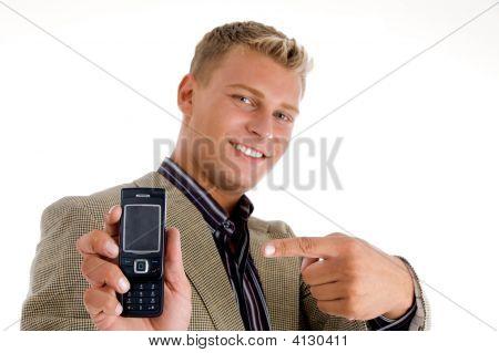 Caucásico indicando hacia móvil