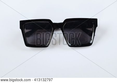 Modern Black Sunglasses Isolate On A White Background.traveler And Summer Accessories