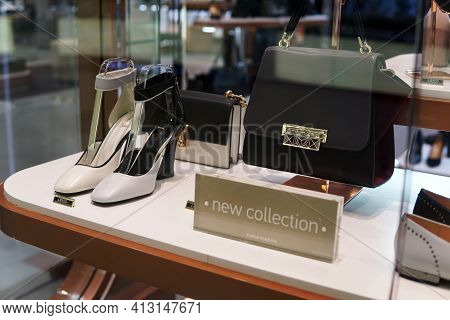 Moscow Russia - March 04 2021: Showcase Of A Luxury Fashion Store. On The Showcase Are A Pair Of Wom