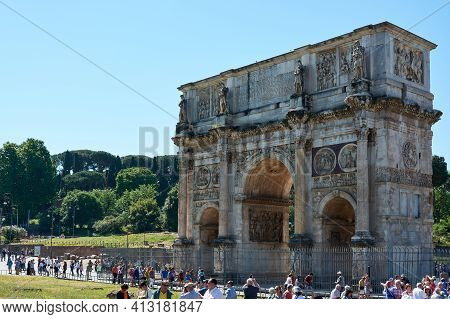Rome, Italy - May 17, 2017: View Of The Arch Of Titus At The Entrance Of The Roman Forum In Rome Sur