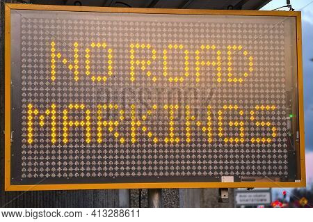 Led Traffic Control Road Sign Solar Powered Message Board Mobile Trailer Variable Message Signs Disp